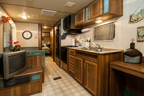 Camper-A28-TV+kitchen.jpg
